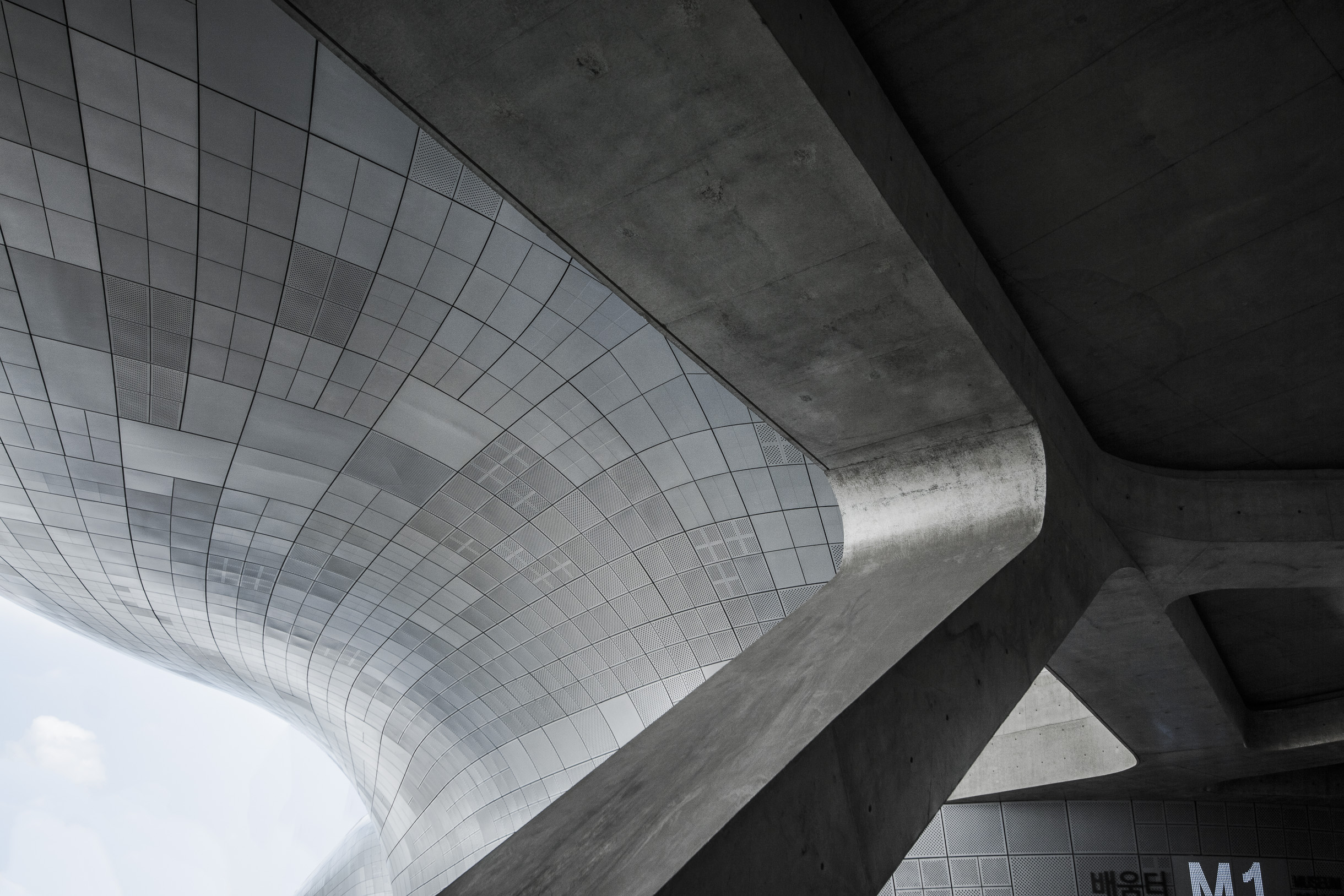 Dongdaemun Design Plaza by Zaha Hadid